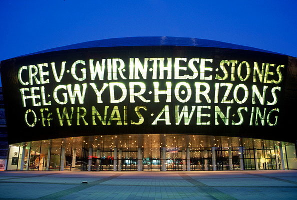 Cardiff Bay「Wales Millennium Centre at Night, Cardiff Bay, South Wales. Designed and built in Wales, the WMC on Cardiff Bay waterfront is made of 5000 tonnes of structural steel. The WMC is quickly establishing itself as one of the world's leading performing arts ve」:写真・画像(4)[壁紙.com]