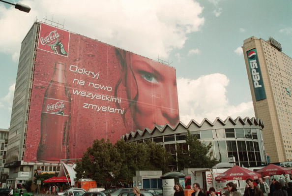 New「Giant Coca-Cola Billboard In Warsaw」:写真・画像(4)[壁紙.com]
