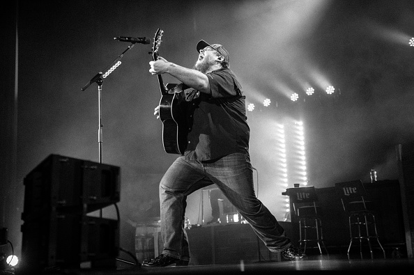 Ryman Auditorium「Luke Combs With Ashley McBryde In Concert」:写真・画像(5)[壁紙.com]