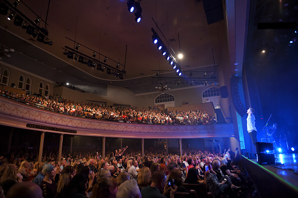 Ryman Auditorium「Brett Young In Concert - Nashville, Tennessee」:写真・画像(3)[壁紙.com]