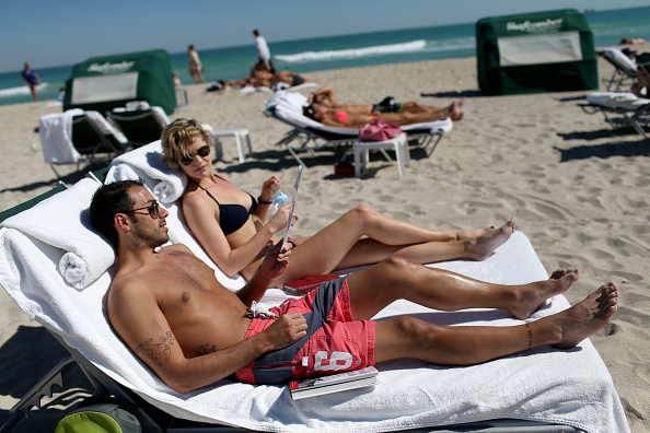 Miami Beach「Stranded Travelers Take Refuge On Miami's Beaches」:写真・画像(9)[壁紙.com]