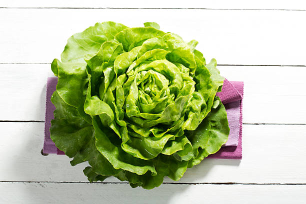 Green lettuce salad on wooden table, close up:スマホ壁紙(壁紙.com)