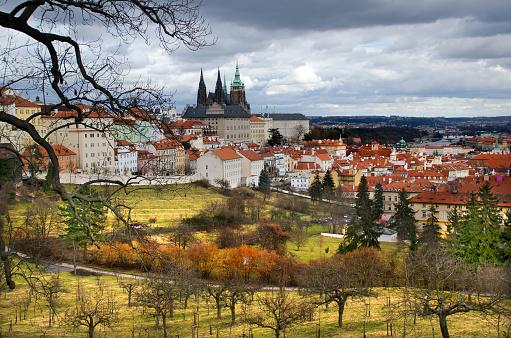 フラッチャニ「Prague View from St Wenceslas Vineyard」:スマホ壁紙(3)
