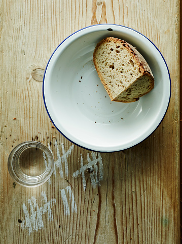 Crockery「Bowl with crusty end of bread and glass of water」:スマホ壁紙(4)