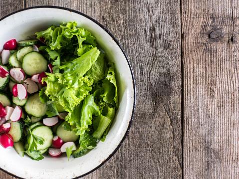 Organic「Bowl with cucumber, radish and lettuce salad」:スマホ壁紙(8)