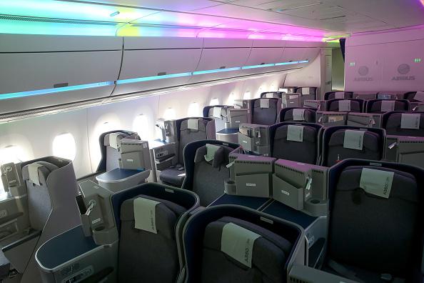 Passenger Cabin「Lufthansa And Airbus Present New A350 Passenger Plane」:写真・画像(6)[壁紙.com]