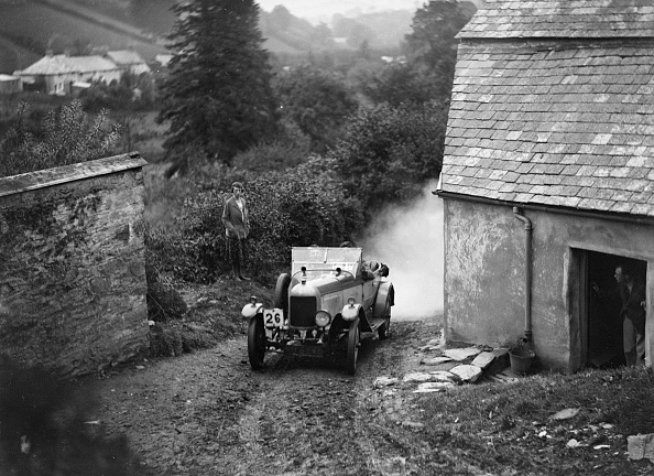 Country Road「Morris or MG 14/28 of MH Fortlage competing in the JCC Lynton Trial, 1932」:写真・画像(1)[壁紙.com]