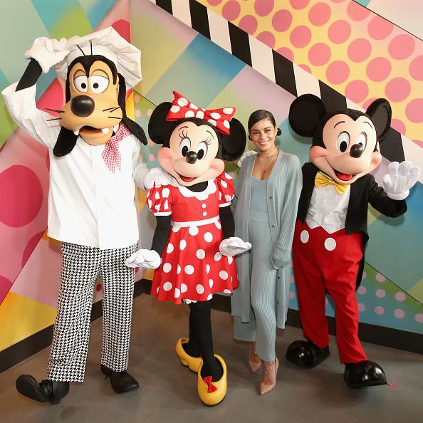 Mickey Mouse「Vanessa Hudgens Celebrates Opening Of Black Tap Craft Burgers & Shakes At Disneyland Resort」:写真・画像(10)[壁紙.com]