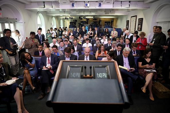 プレスルーム「White House Continues New Practice Of Holding Daily Press Briefings Off Camera」:写真・画像(8)[壁紙.com]
