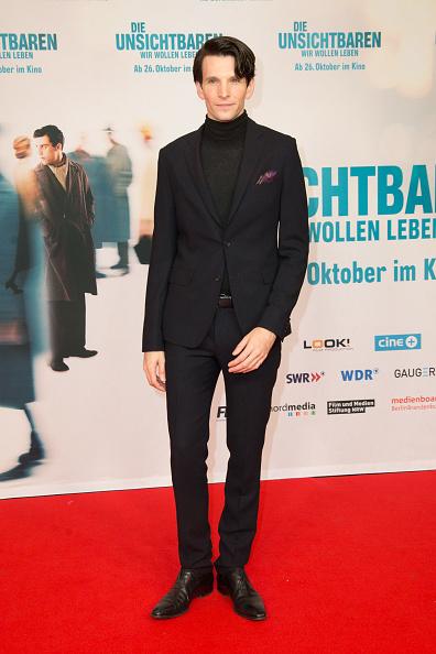Pocket Square「'Die Unsichtbaren' Premiere In Berlin」:写真・画像(13)[壁紙.com]