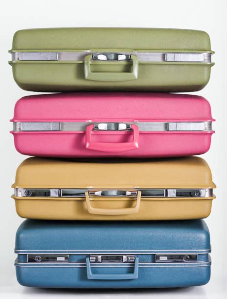 Pile of multicolor suitcases:スマホ壁紙(壁紙.com)