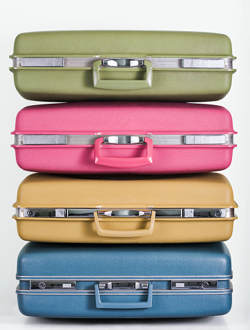 Four Objects「Pile of multicolor suitcases」:スマホ壁紙(9)
