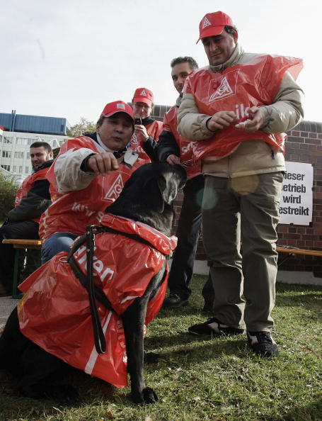 Jan Pitman「Workers Continue Strike At Infineon」:写真・画像(8)[壁紙.com]