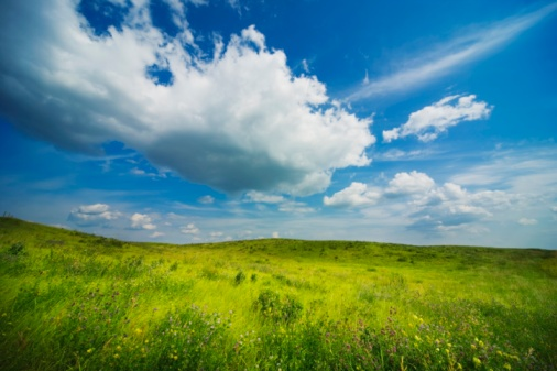 雲「Clouds In The Sky Over A Meadow」:スマホ壁紙(12)