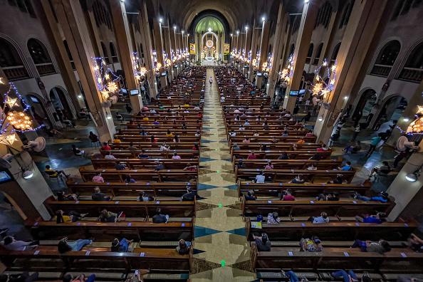 Religion「Catholics Celebrate Dawn Mass Ahead Of Christmas Amid Covid-19」:写真・画像(14)[壁紙.com]