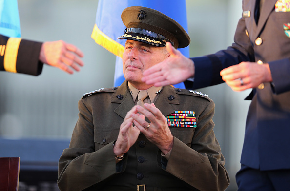 John F「Panetta And Dempsey Attend SOUTHCOM Change Of Command Ceremony」:写真・画像(12)[壁紙.com]
