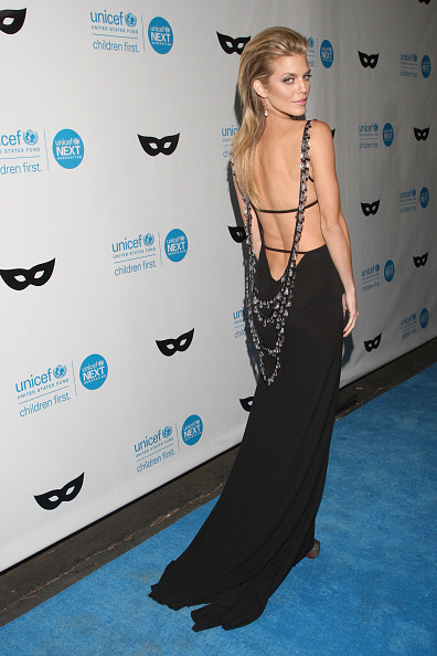 アナリン マッコード「UNICEF Next Generation Presents Its Third Annual UNICEF Black & White Masquerade Ball」:写真・画像(18)[壁紙.com]