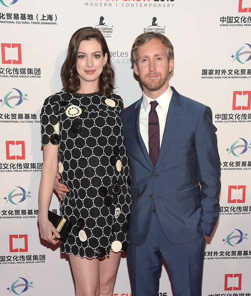 Actress Anne Hathaway「LA Art Show And Los Angeles Fine Art Show's 2016 Opening Night Premiere Party Benefiting St. Jude Children's Research Hospital - Arrivals」:写真・画像(14)[壁紙.com]