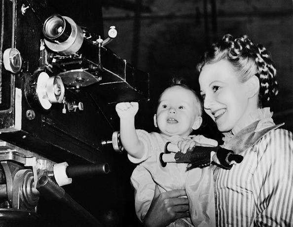 映画監督「Anna Lee And Daughter」:写真・画像(4)[壁紙.com]
