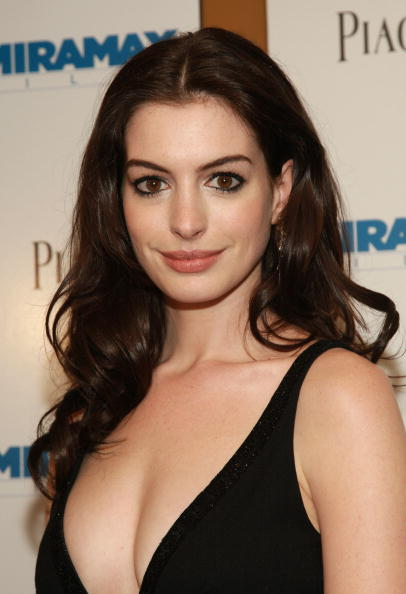 "Actress Anne Hathaway「Miramax Presents The Premiere Of ""Becoming Jane"" - Arrivals」:写真・画像(10)[壁紙.com]"