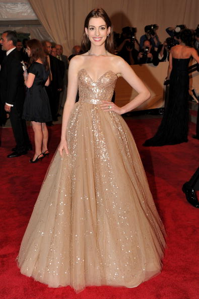 "Actress Anne Hathaway「""American Woman: Fashioning A National Identity"" Met Gala - Arrivals」:写真・画像(17)[壁紙.com]"