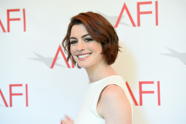 Actress Anne Hathaway「15th Annual AFI Awards - Arrivals」:写真・画像(9)[壁紙.com]