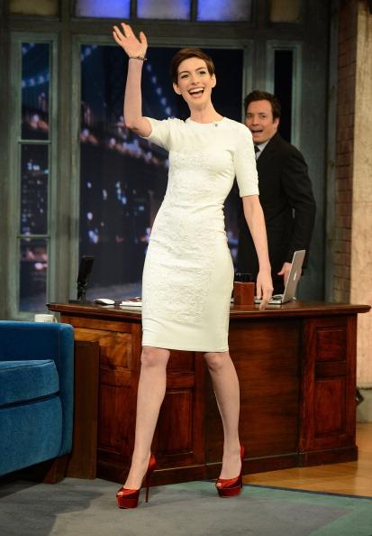"Platform Shoe「Anne Hathaway Visits ""Late Night With Jimmy Fallon""」:写真・画像(18)[壁紙.com]"