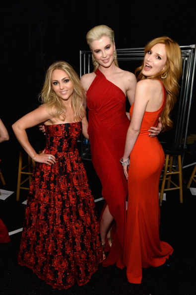 AnnaSophia Robb「Go Red For Women - The Heart Truth Red Dress Collection 2014 Show Made Possible By Macy's And SUBWAY Restaurants - Backstage」:写真・画像(8)[壁紙.com]