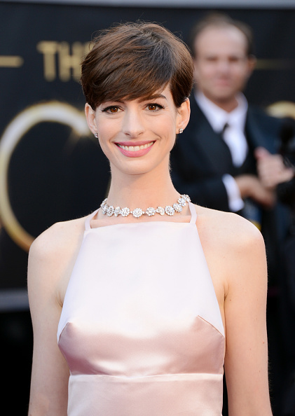 Actress Anne Hathaway「85th Annual Academy Awards - Arrivals」:写真・画像(13)[壁紙.com]