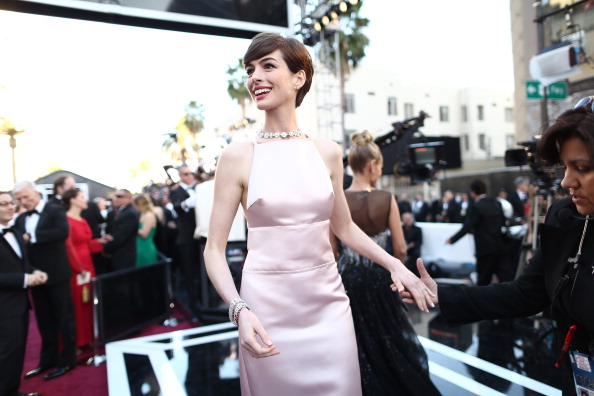 Actress Anne Hathaway「85th Annual Academy Awards - Red Carpet」:写真・画像(16)[壁紙.com]