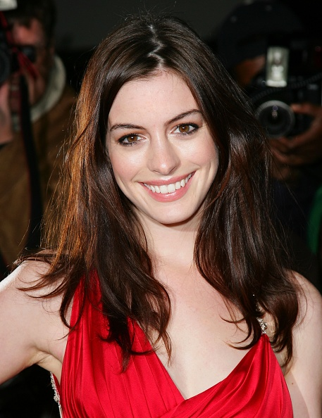 Actress Anne Hathaway「Sienna Miller Hosts Marchesa & Bergdorf Goodman Dinner」:写真・画像(15)[壁紙.com]