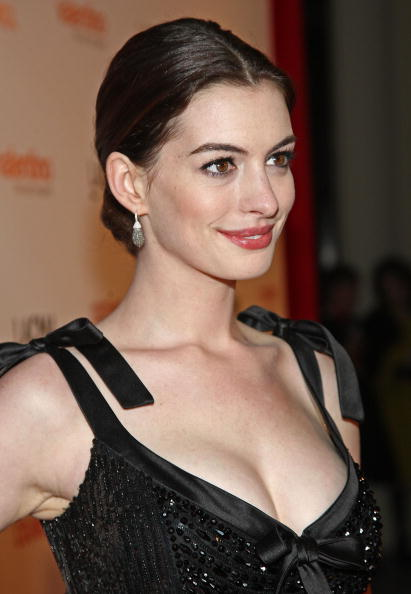 "Actress Anne Hathaway「LA Premiere Of ""Valentino: The Last Emperor""」:写真・画像(5)[壁紙.com]"