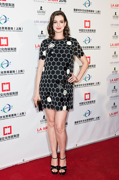 女優「Anne Hathaway & Adam Shulman Host LA Art Show & Los Angeles Fine Art Show Opening Night Premiere Party」:写真・画像(19)[壁紙.com]
