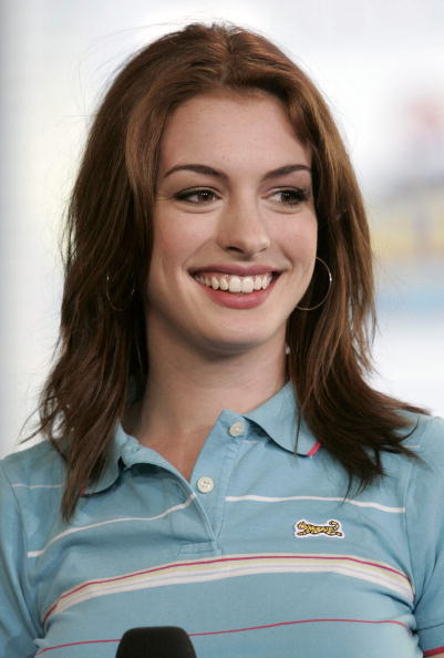 Shirt「MTV TRL With Anne Hathaway And Jet Li」:写真・画像(9)[壁紙.com]