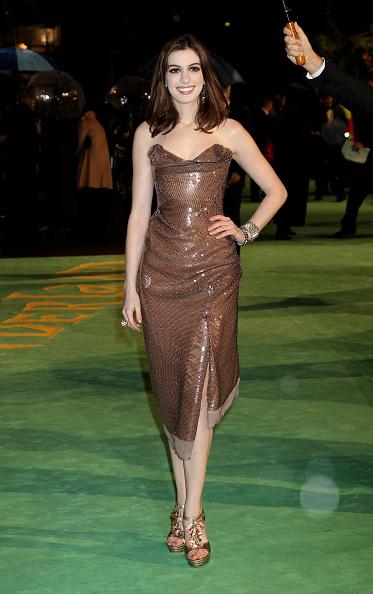 Bronze Colored「Alice In Wonderland: Royal World Premiere - Outside Arrivals」:写真・画像(3)[壁紙.com]