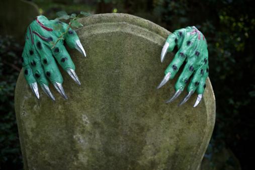 ゾンビ「ハロウィーンのモンスター手を墓地テゥームストーンに」:スマホ壁紙(13)