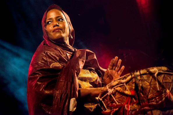 Folk Music「Aziza Brahim」:写真・画像(14)[壁紙.com]