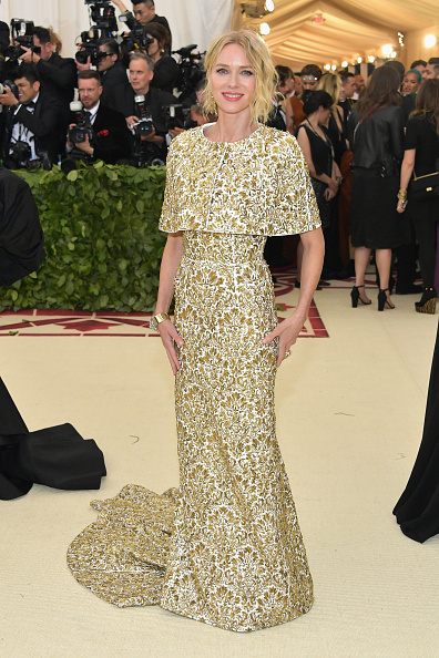 Naomi Watts「Heavenly Bodies: Fashion & The Catholic Imagination Costume Institute Gala - Arrivals」:写真・画像(5)[壁紙.com]