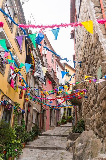 Steep「Portugal, Porto, decorated alley」:スマホ壁紙(0)