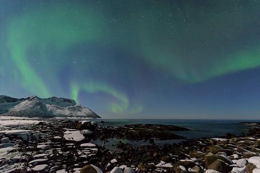 ノルウェー「オーロラ北極ライト北部のノルウェーの夜空に」:スマホ壁紙(3)