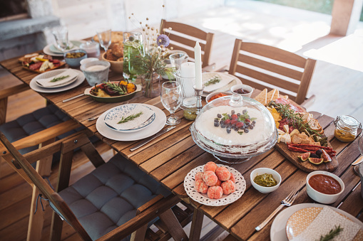 Place Setting「Table for lunch set on porch」:スマホ壁紙(10)