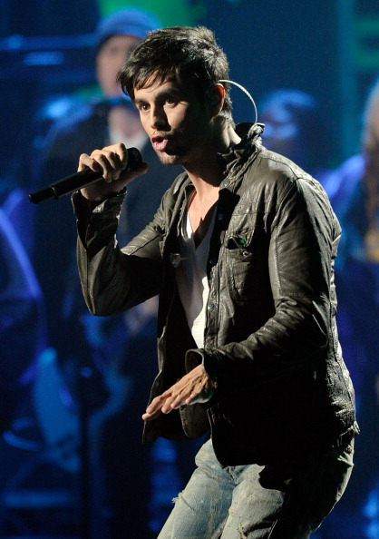 Enrique Iglesias - Singer「2011 American Music Awards - Show」:写真・画像(14)[壁紙.com]