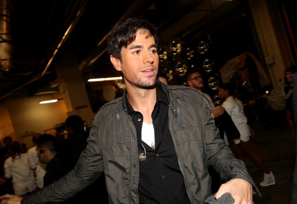 Enrique Iglesias - Singer「The 14th Annual Latin GRAMMY Awards - Backstage and Audience」:写真・画像(12)[壁紙.com]