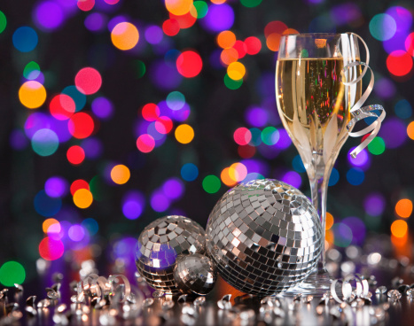お正月「Champagne glass and disco balls on colorful background」:スマホ壁紙(10)