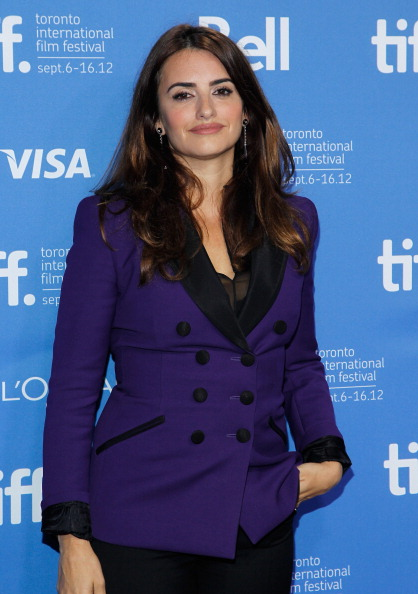 "Hands In Pockets「""Twice Born"" Photo Call - 2012 Toronto International Film Festival」:写真・画像(15)[壁紙.com]"