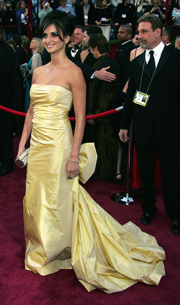 Yellow Dress「77th Annual Academy Awards - Arrivals」:写真・画像(9)[壁紙.com]
