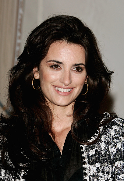 Hoop Earring「Penelope Cruz Receives Knight Of The Arts Award」:写真・画像(13)[壁紙.com]