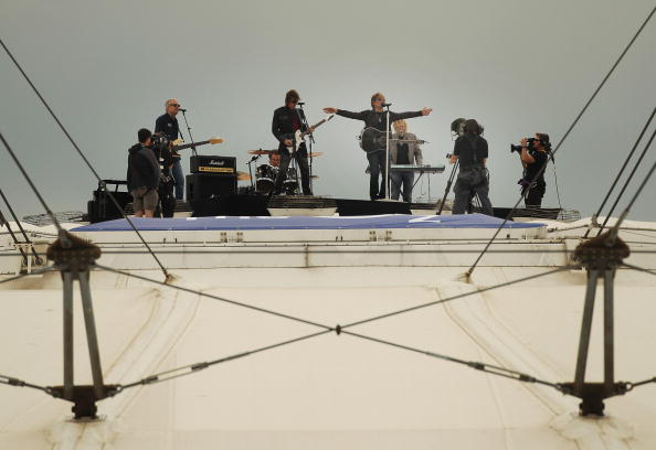 Architectural Feature「Exclusive: Bon Jovi Perform On O2 Arena Roof」:写真・画像(14)[壁紙.com]