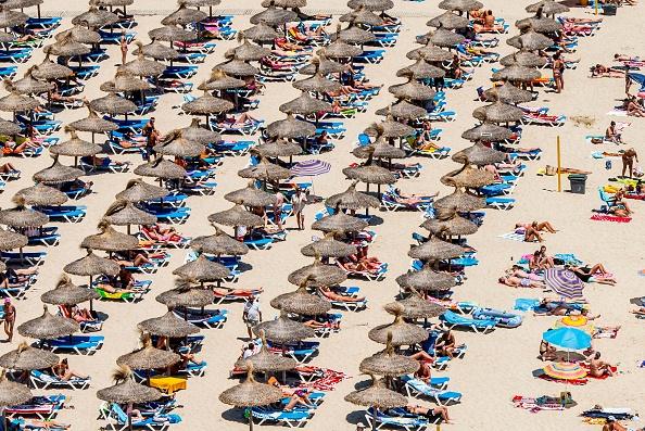ビーチ「Tourists Flock To The Mallorcan Town Of Magaluf」:写真・画像(18)[壁紙.com]