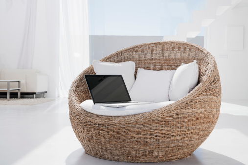 Cushion「Spain, Laptop on armchair」:スマホ壁紙(15)